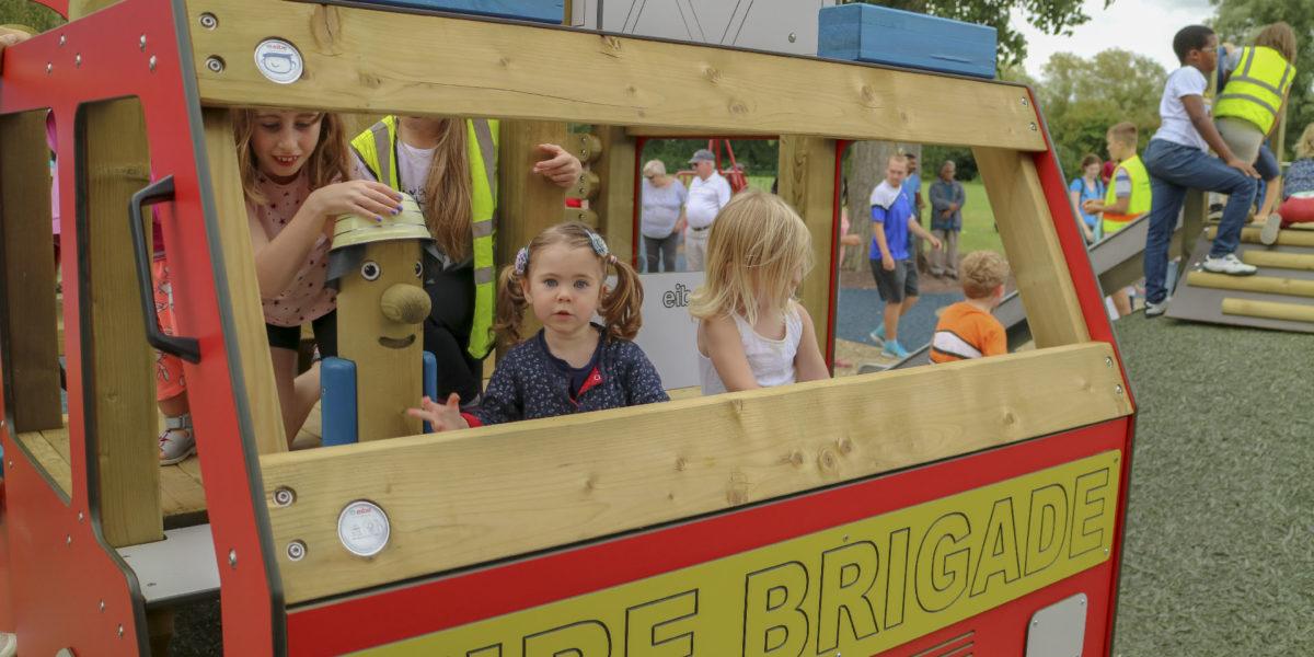 Rollenspiele auf dem eibe Feuerwehrauto