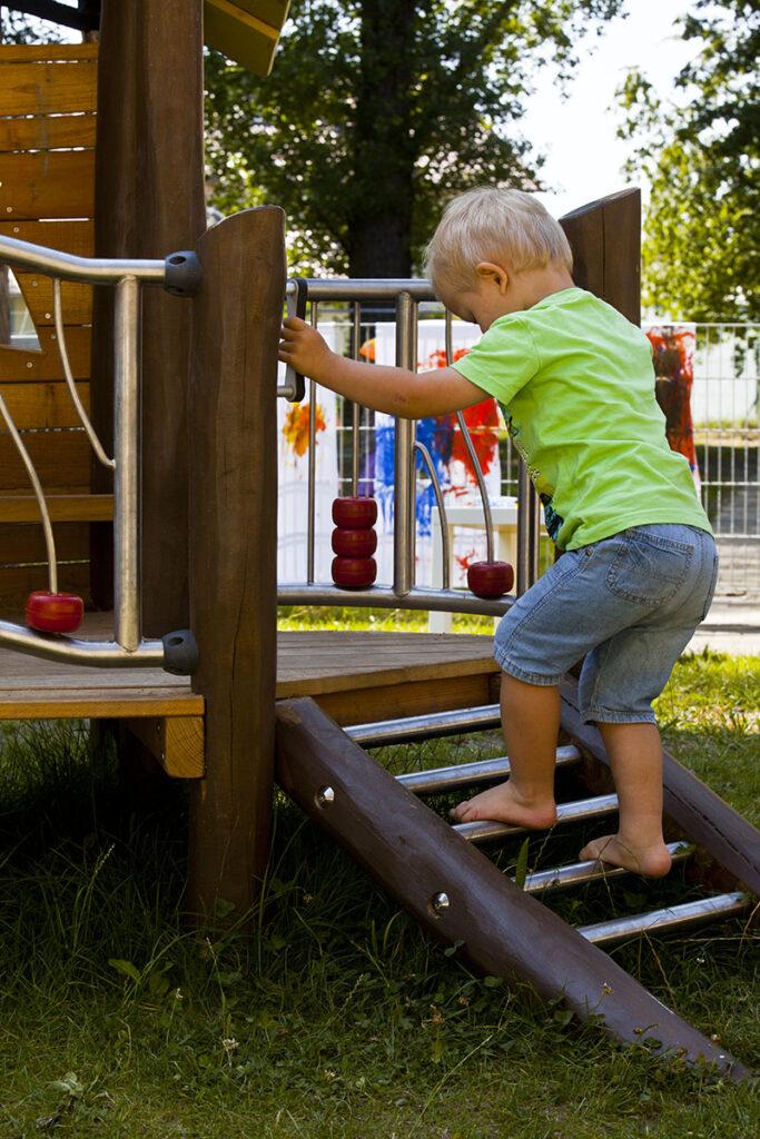 Spielanlage von eibe aus der Holzart Robinie.